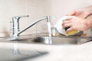استخدام المياه في غسيل الاطباق