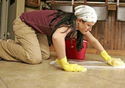limpiar-suelo-con-limpiador